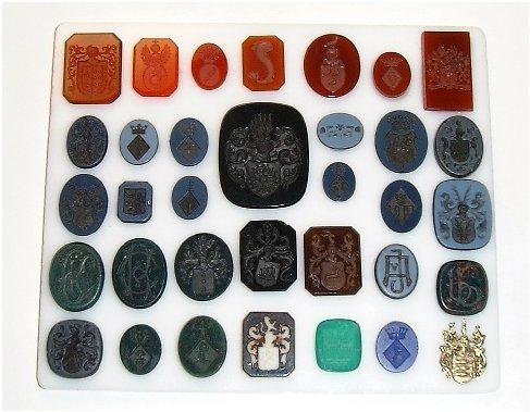Diverse gegraveerd zegelstenen